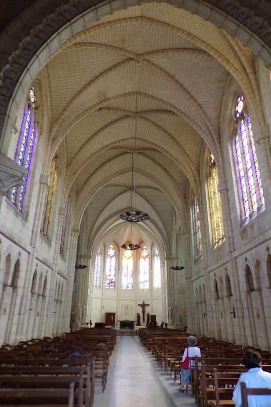 Église Saint-Martin, du Sacré-Coeur - Vue de l'entrée (15 juin 2017)
