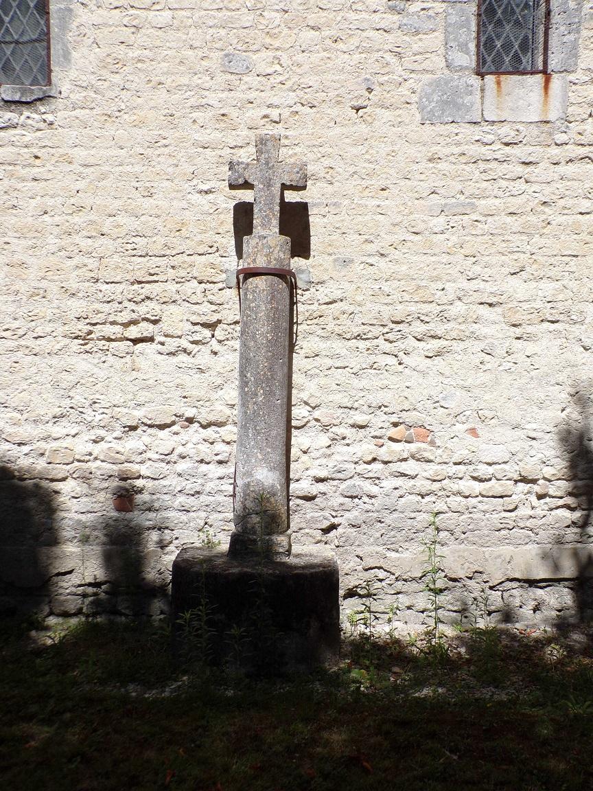 Saint-Fort sur le Né - L'église Saint-Fortunat - La croix (22 août 2016)