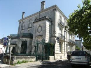 Hôtel, 22 place Jean Monnet (15 juillet 2015)