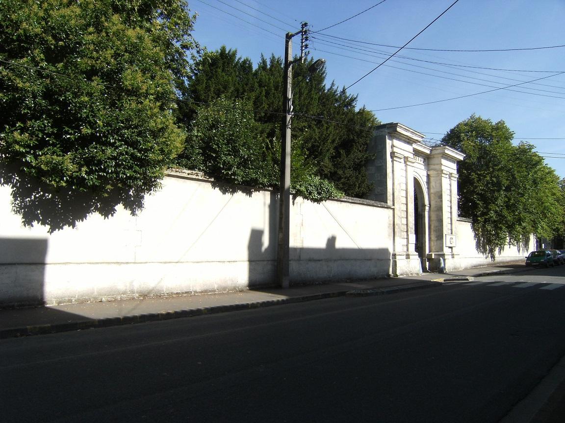 Hôtel Chais Monnet, avenue Paul Firino Martell ( 20 août 2015)