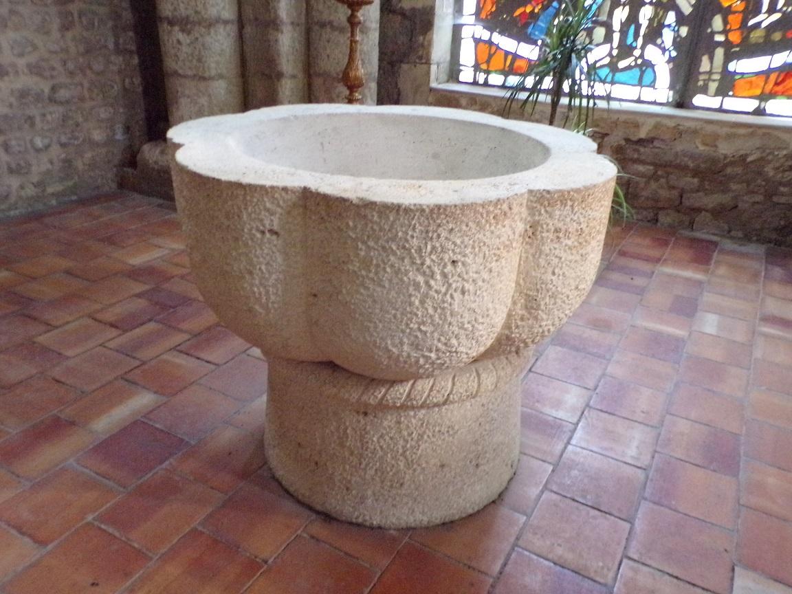Jarnac - L'église Saint-Pierre - Fonts baptismaux (21 septembre 2016)