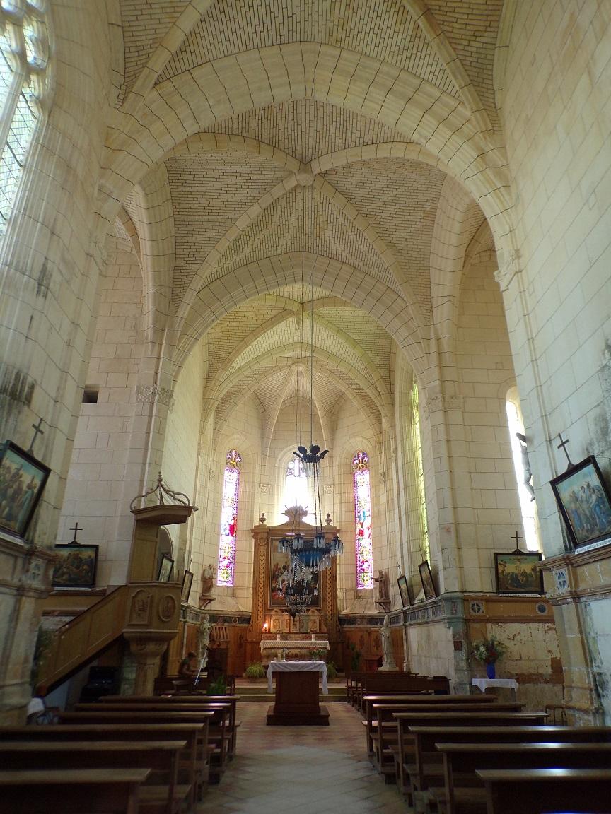 Lonzac - L'église Notre-Dame - Vue de l'entrée (8 juillet 2018)