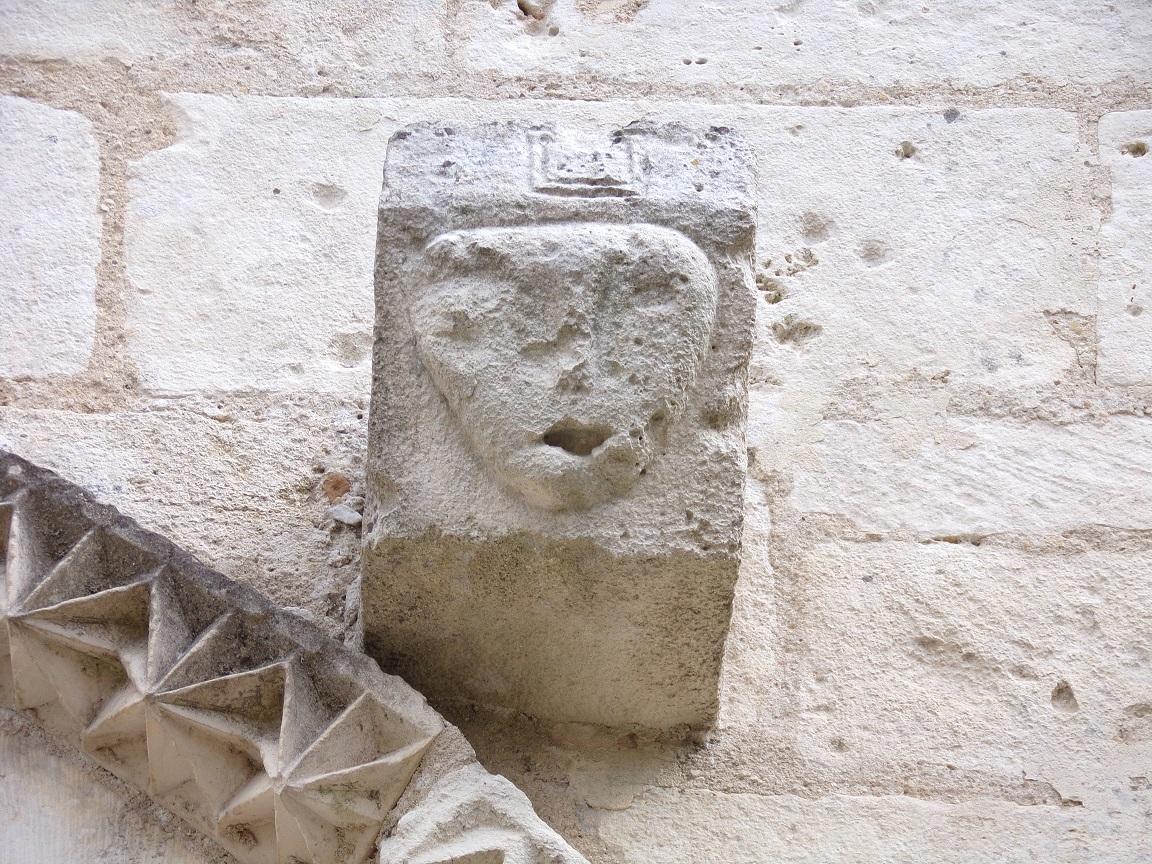 Louzac - L'église Saint-Martin - Un modillon (18 septembre 2016)