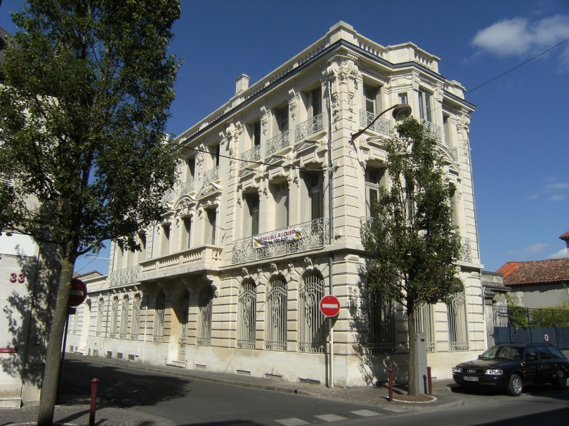 Maison, banque, rue Victor Hugo (14 juillet 2015)