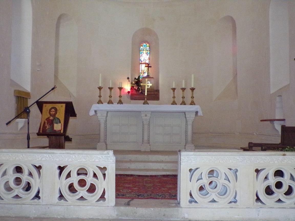 Cherves-Richemont - L'église Saint-Georges - L'autel (18 septembre 2016)