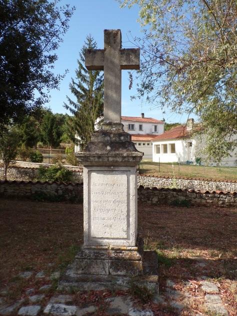 Saint-André - La Croix à côté de l'église Saint-André (12 septembre 2016)