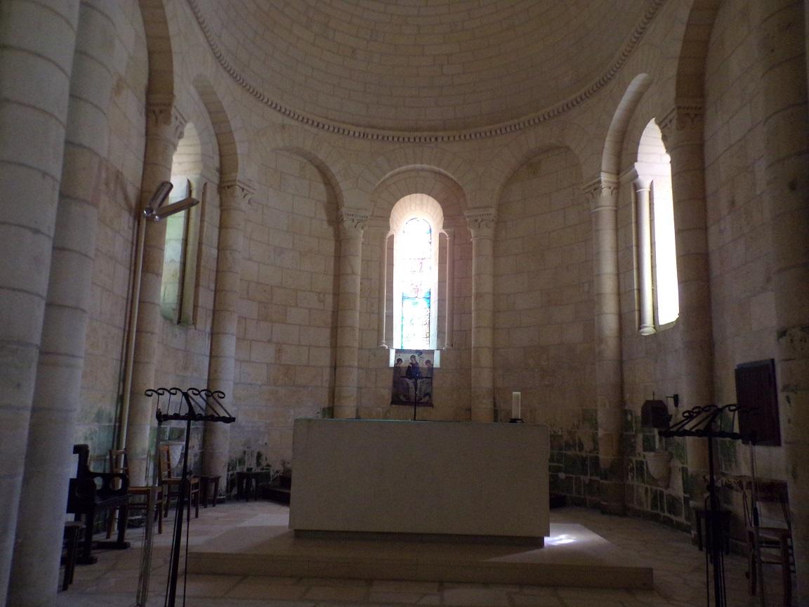 Saint-Même-les-Carrières - L'église Saint-Maxime - L'autel (8 septembre 2016)