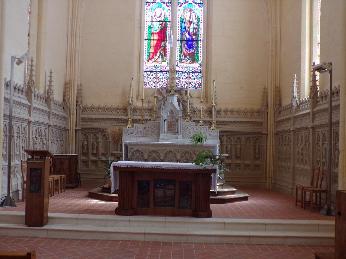 Salles d'Angles - L'église Saint-Maurice - L'autel (22 août 2016)