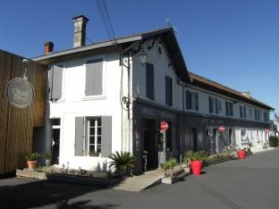 Verrerie Claude Boucher, puis Société des verreries de Cognac et de Carmaux, puis Saint-Gobain emballage, actuellement Cognac Otard et Ets Jouinot (28 septembre 2015)