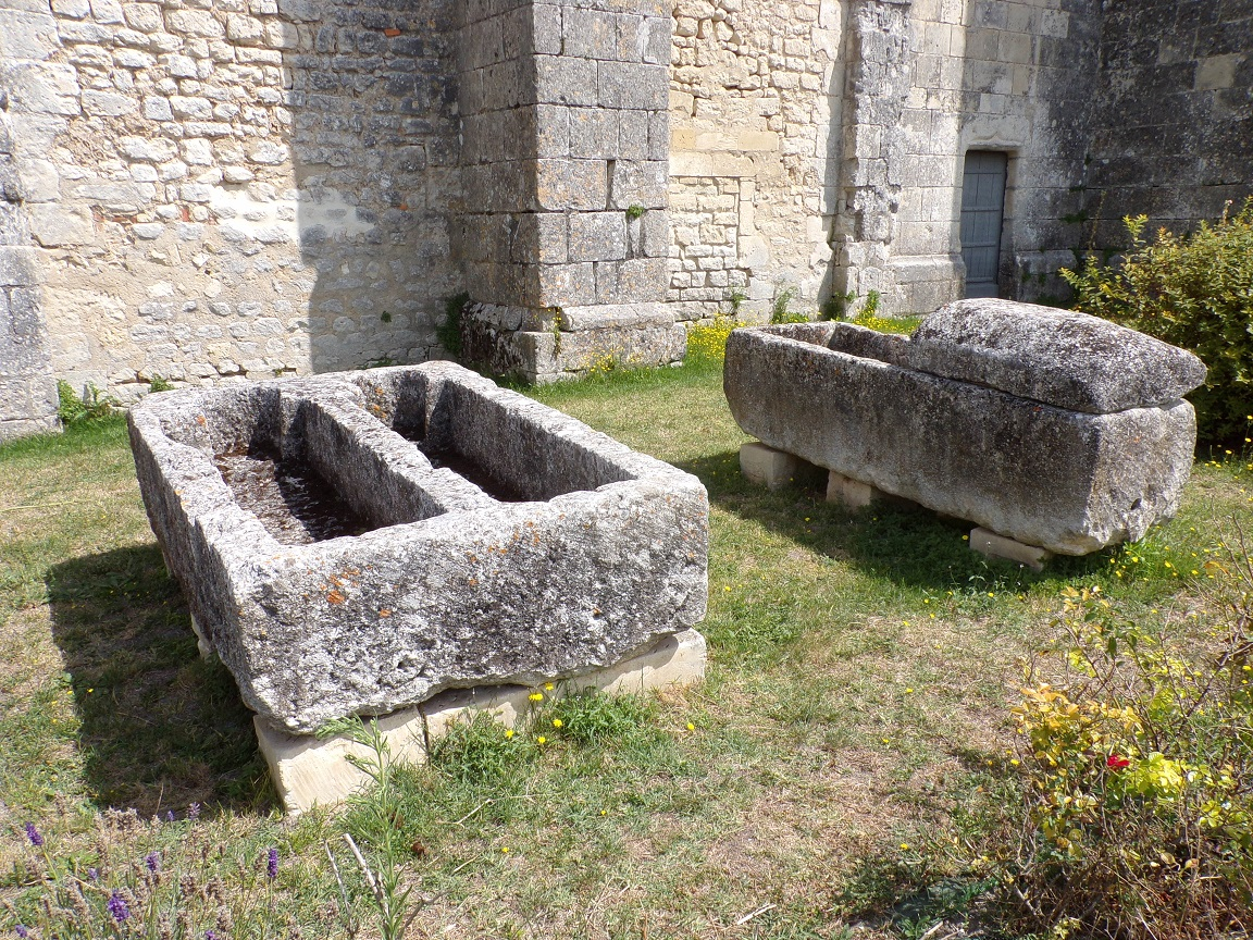 Pérignac - L'église Saint-Pierre - Les sarcophages (21 août 2019)