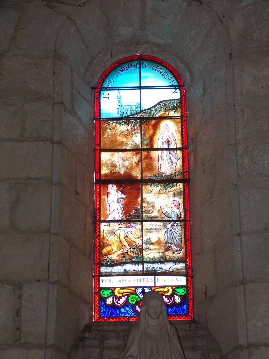 Thors - L'église Sainte-Madeleine - Le vitrail 'Notre Dame de Lourdes' (19 août 2019)