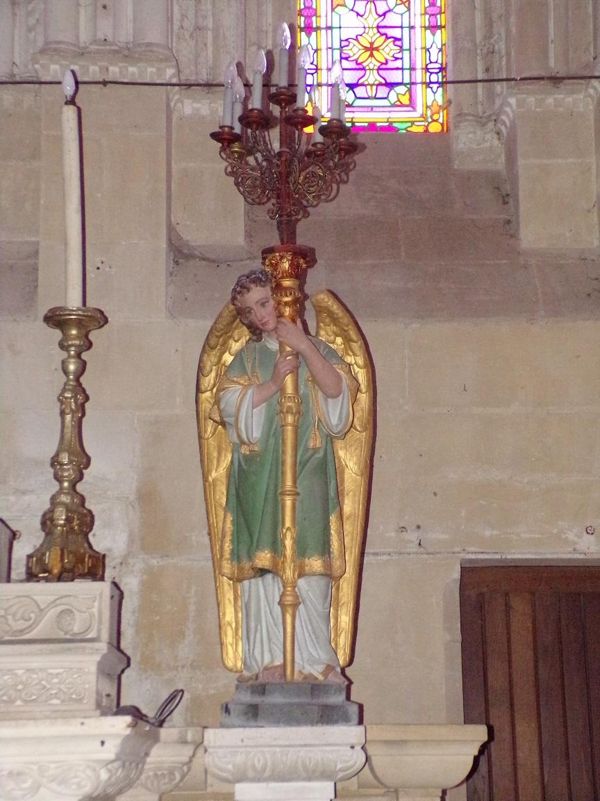 Pérignac - L'église Saint-Pierre - Un ange (21 août 2019)