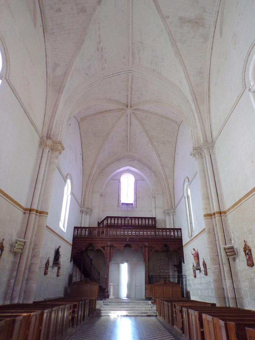 Pérignac - L'église Saint-Pierre - Vue de l'autel (21 août 2019)
