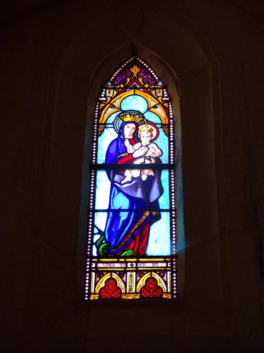 Angeac-Champagne - L'Eglise Saint-Vivien - Le vitrail 'La Vierge à l'Enfant - Virgo Mater Dei' (13 mai 2019)