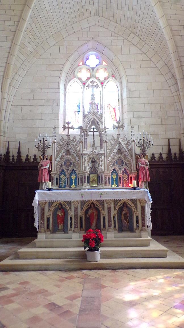 Angeac-Charente - L'église Saint-Pierre - L'autel (5 mai 2018)