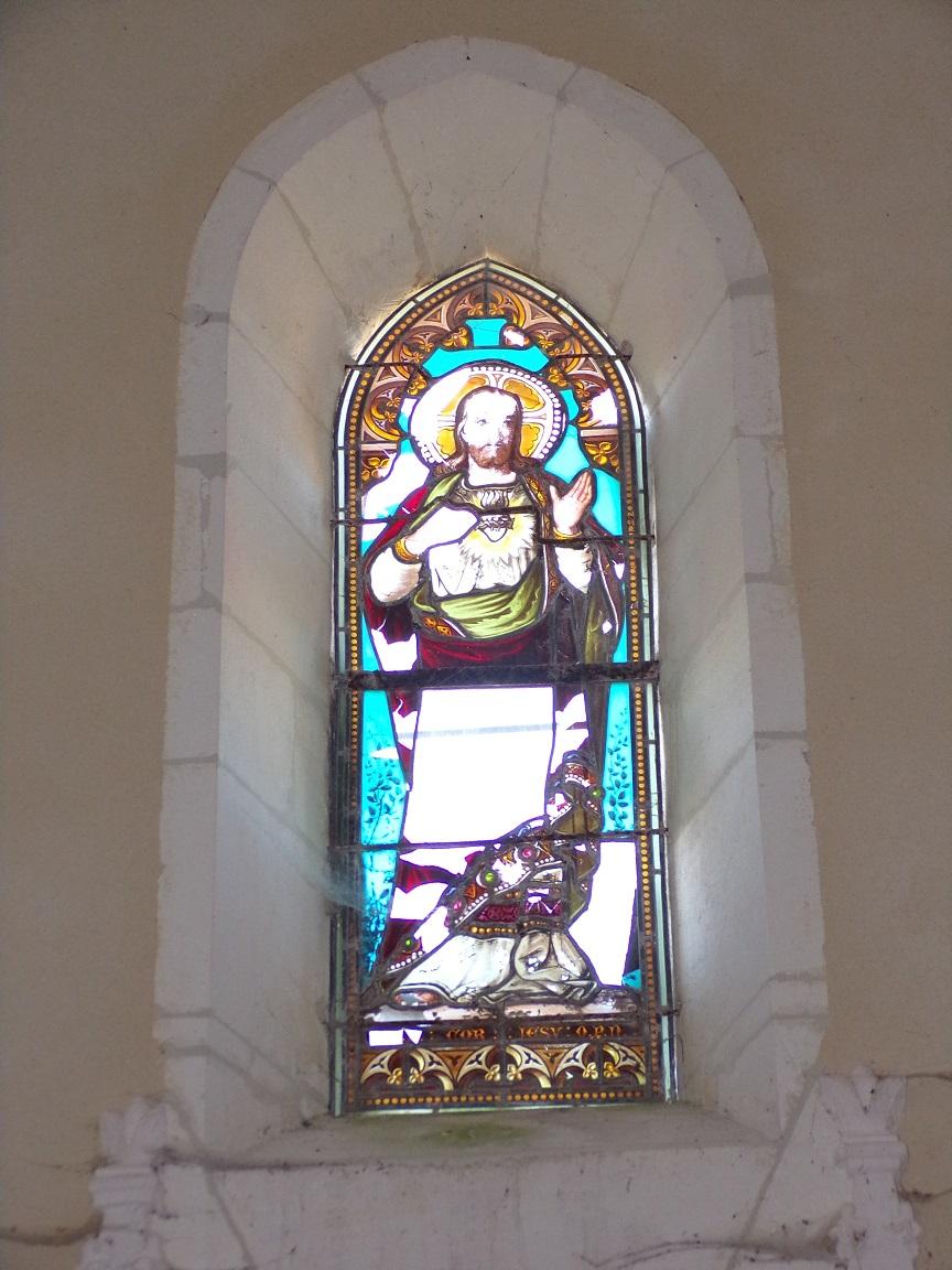 Ballans - L'église Saint-Jacques - Le vitrail 'Sacré-Cœur-de-Jésus' (20 août 2018)