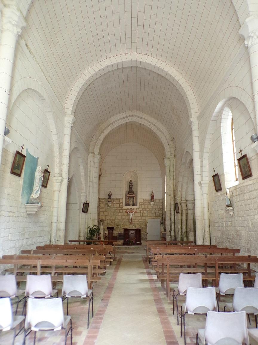 Bonneuil - L'église Saint-Pierre - Vue depuis la porte d'entrée (16 juillet 2020)