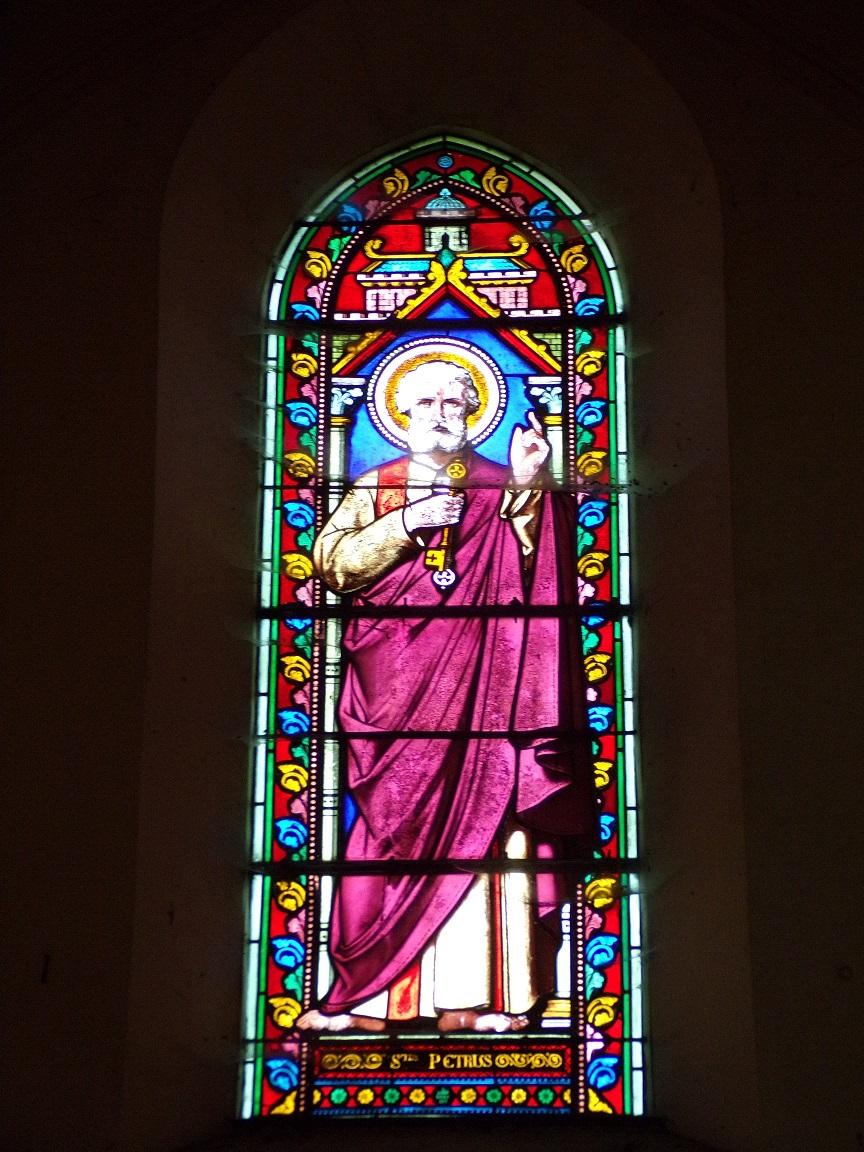 Brives sur Charente - L'église Saint-Etienne - Le vitrail 'Saint Pierre' (27 juin 2018)