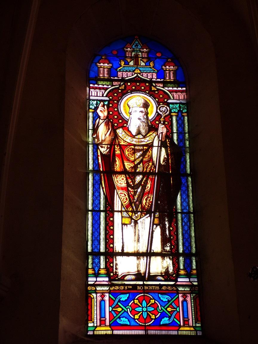 Brives sur Charente - L'église Saint-Etienne - Le vitrail 'Saint Robert' (27 juin 2018)