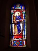 Brives sur Charente - L'église Saint-Etienne - Le vitrail 'Saint Ludovic roi' (27 juin 2018)