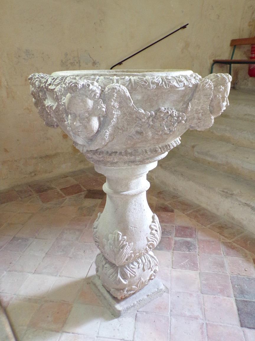 Brives sur Charente - L'église Saint-Etienne - Fonts Baptismaux (27 juin 2018)
