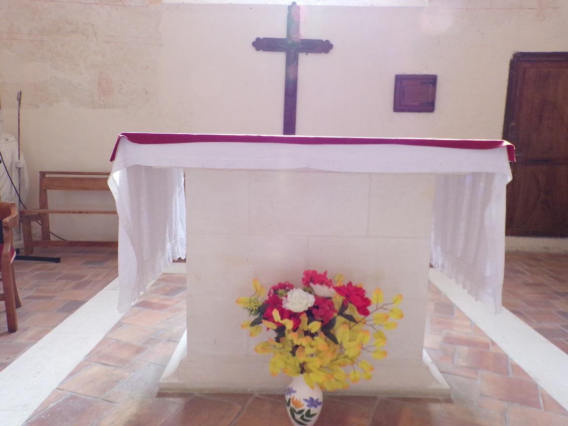 Chassors - L'église Saint-Romain - L'autel (15 septembre 2018)