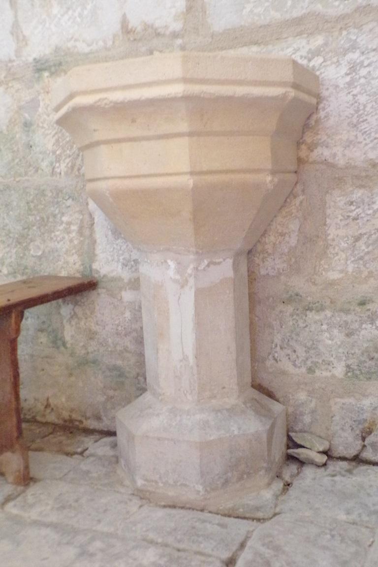 Courbillac - L'église Saint-Aubin - Fonts baptismaux (12 juin 2017)