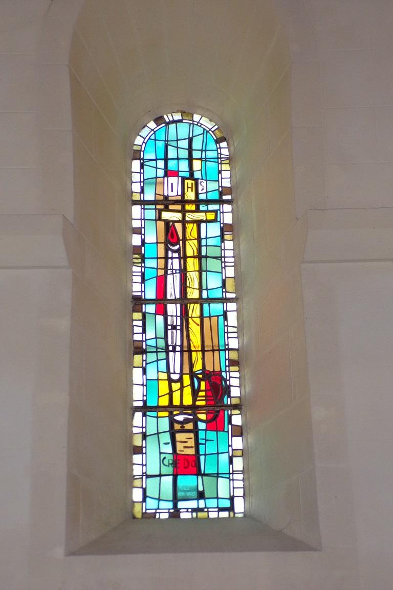 Saint-Sulpice de Cognac - L'église Saint Sulpice - Le vitrail 'IHS CREDO' (12 avril 2017)