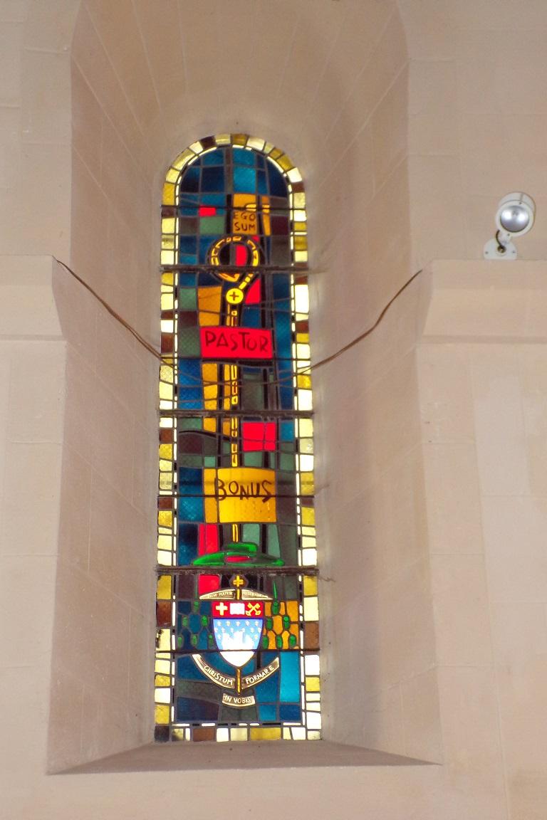 Saint-Sulpice de Cognac - L'église Saint Sulpice - Le vitrail 'PASTOR BONUS - Christum fomare in vobis' (12 avril 2017)
