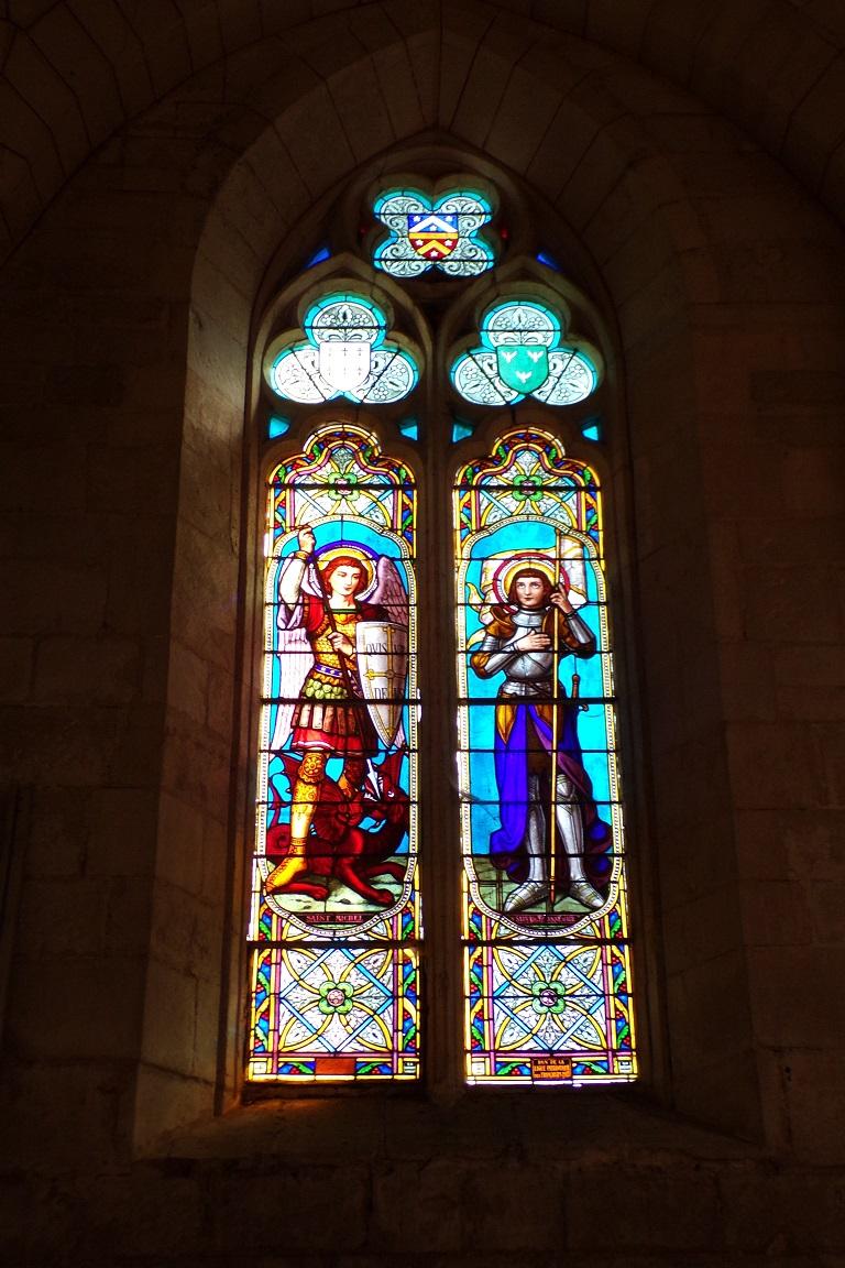 Mérignac - L'église Saint-Pierre - Les vitraux 'Saint Michel, Saint Jeanne d'Arc' (10 juin 2017)