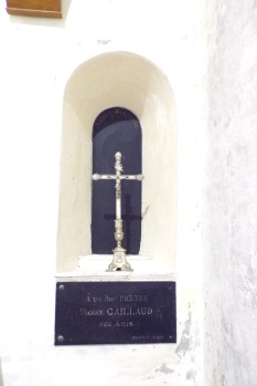 Sonnac - L'église Saint-Etienne - 'A un bon prêtre Moïse Caillaud ses amis' (2 janvier 2018)