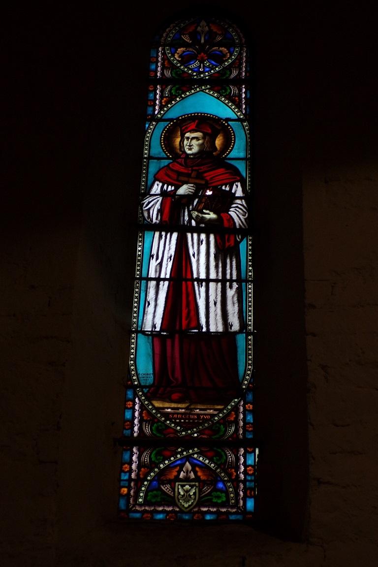 Sonnac - L'église Saint-Etienne - Le vitrail 'Saint Yves' (2 janvier 2018)