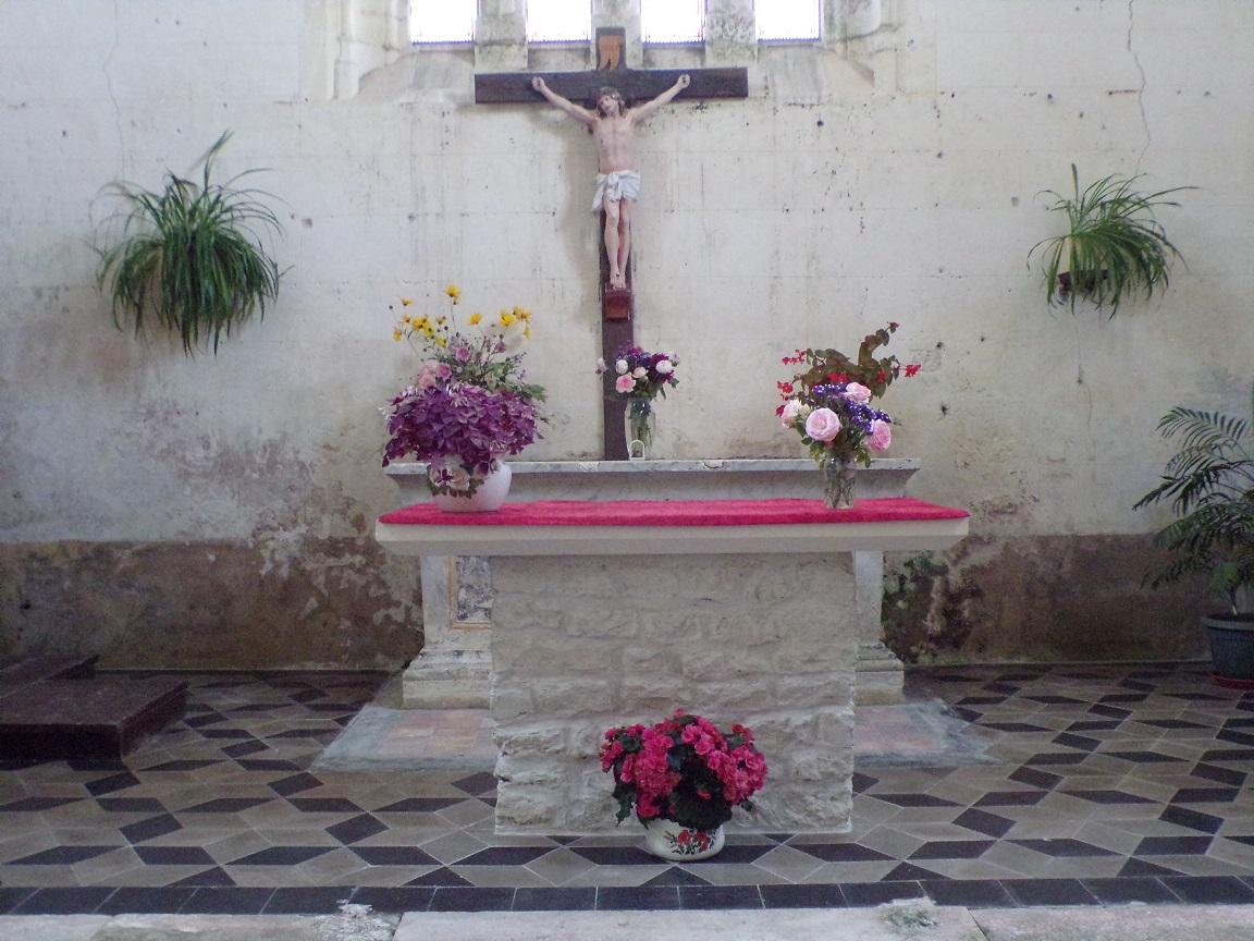 Ambleville - L'église Saint-Pierre - L'autel (21 septembre 2019)