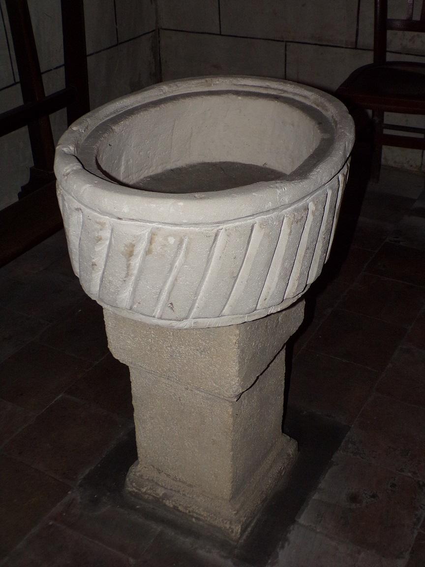 Javrezac - L'église Saint-Pierre - Fonts baptismaux de la chapelle de la Sainte Vierge (5 mars 2019)