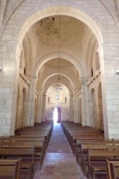 Gensac-la-Pallue – L'église Saint-Martin – Vue de l'autel (8 août 2017)