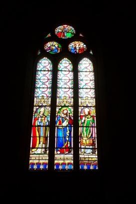 Gensac-la-Pallue – L'église Saint-Martin – Le vitrail 'Martin, Jésus, Hilaire' (8 août 2017)