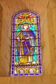 Gensac-la-Pallue – L'église Saint-Martin – Le vitrail 'Saint Louis' (8 août 2017)