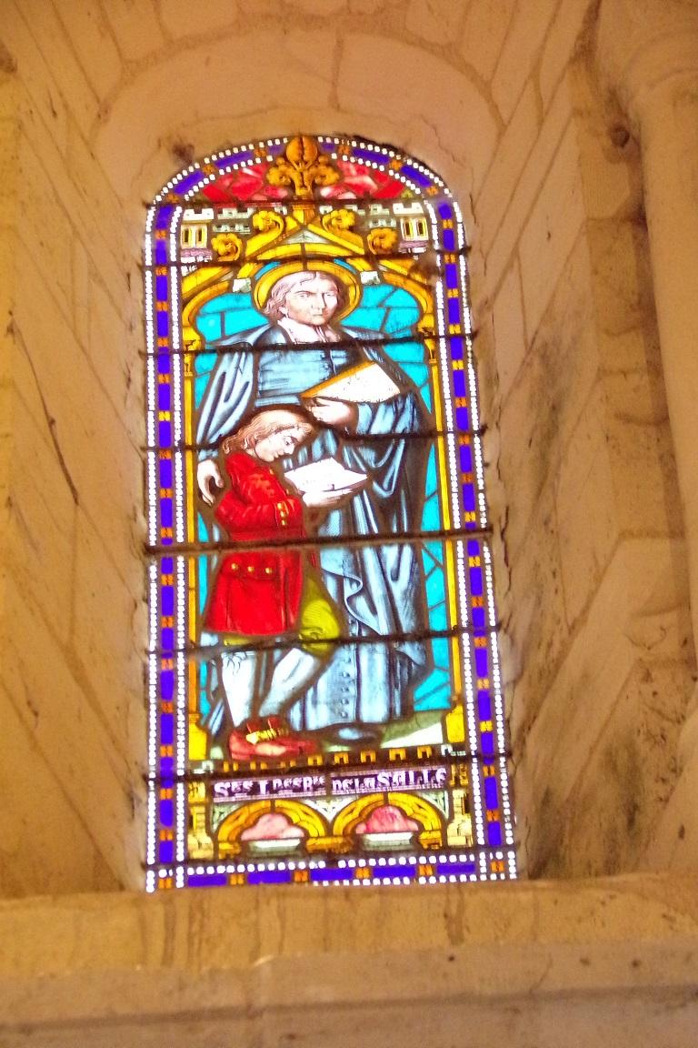 Gensac-la-Pallue – L'église Saint-Martin – Le vitrail 'Saint Jean Baptiste de la Salle' (8 août 2017)