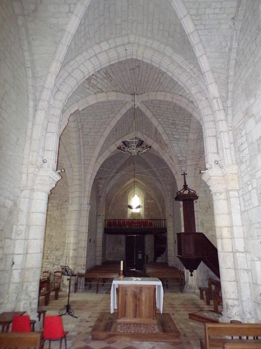 Germignac - L'église Saint-Pierre - Vue de l'autel (17 juillet 2018)