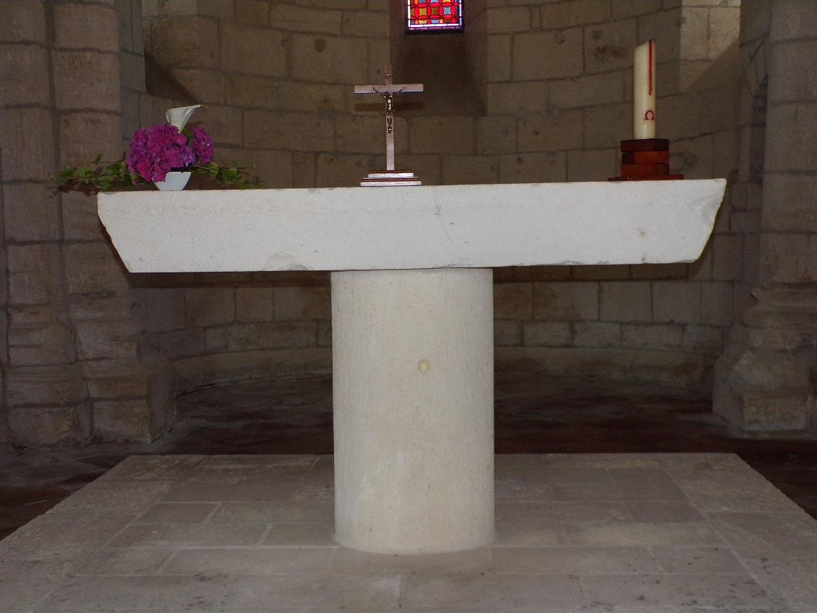 Le Seure - L'église Notre-Dame de l'Assomption - L'autel (22 juin 2018)