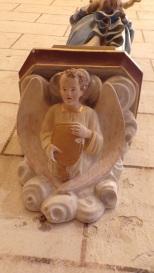 Nercillac - L'église Saint-Germain - Sous la statue 'Vierge à l'Enfant' (10 avril 2018)