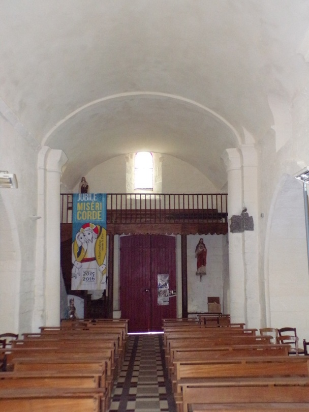 Louzac - L'église Saint-Martin - Vue de l'autel (6 juin 2018)