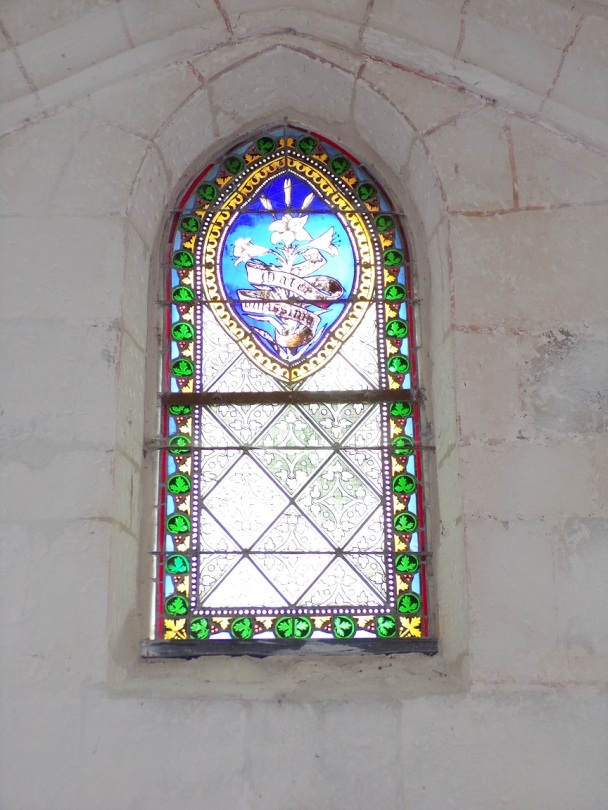 Louzac - L'église Saint-Martin - Un vitrail (6 juin 2018)