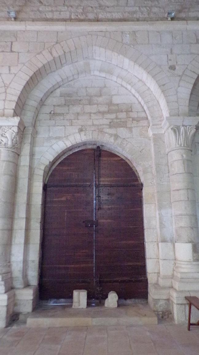 Macqueville - L'église Saint-Etienne - La porte d'entrée vue de l'intérieur (27 avril 2018)