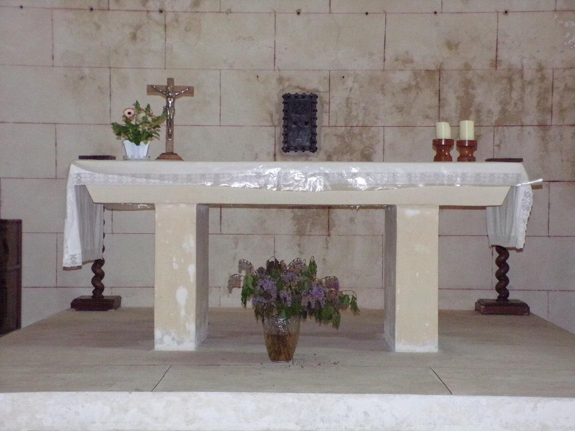 Mainxe - L'église Saint-Maurice - L'autel (17 juin 2019)