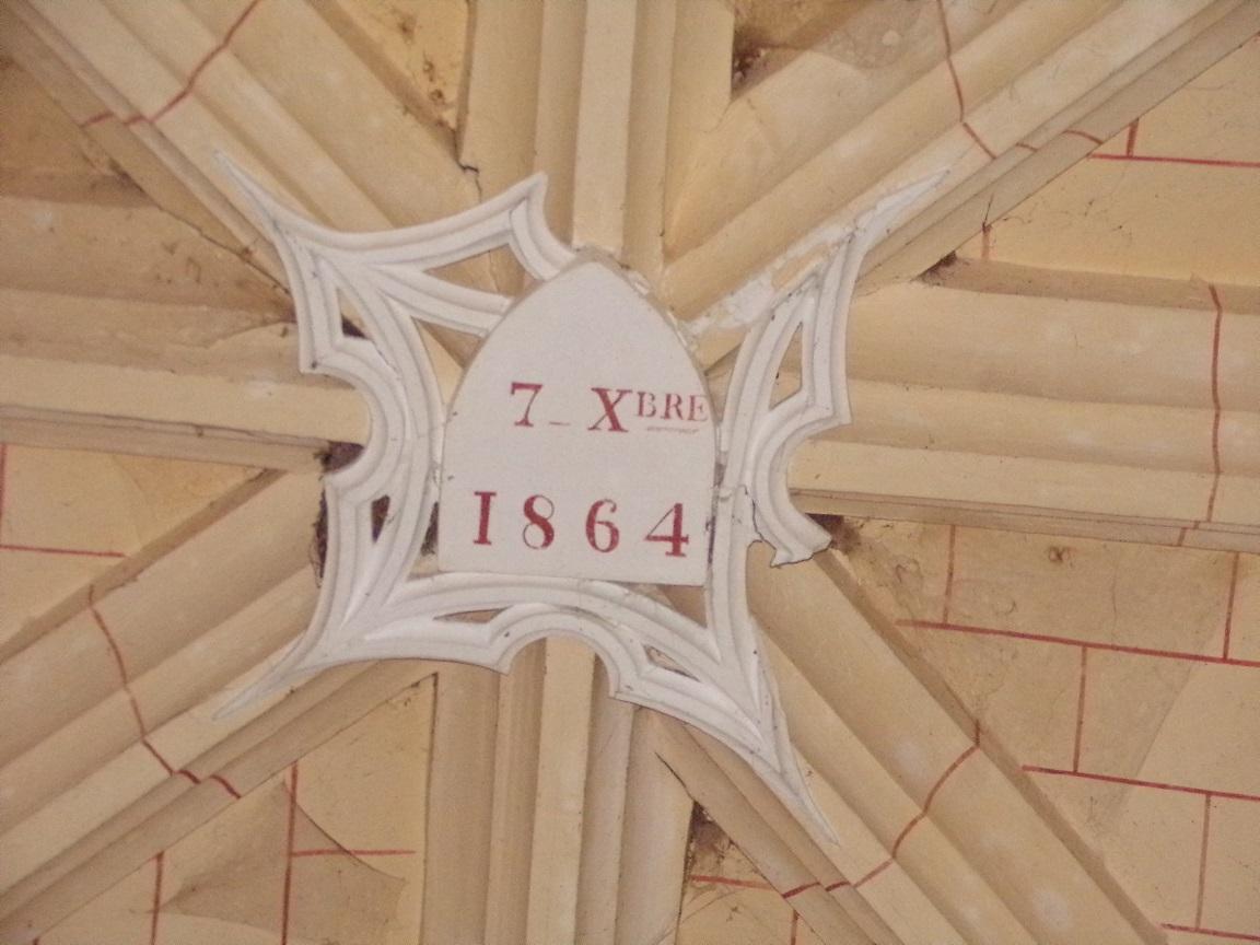 Mainxe - L'église Saint-Maurice - La clef de voûte '7 Xbre 1864' (17 juin 2019)