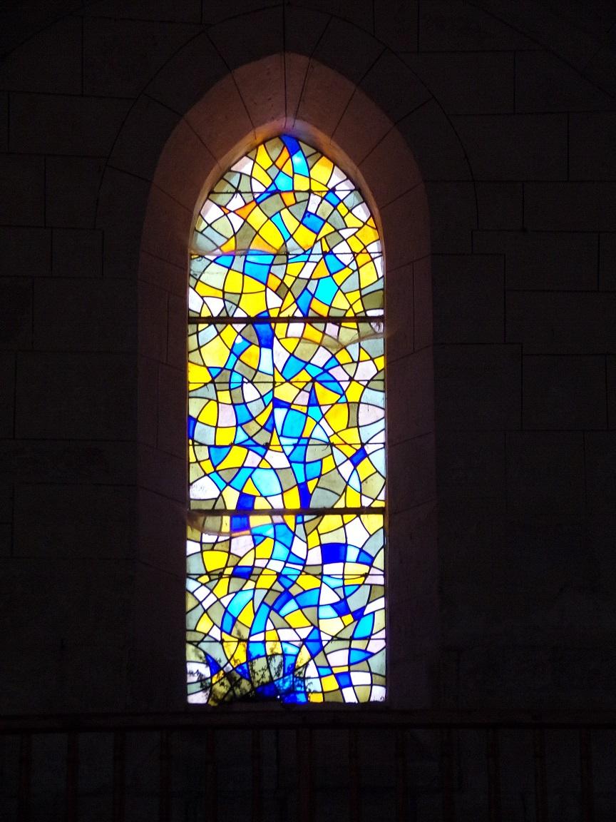 Mareuil - L'église Notre-Dame - Le vitrail à l'entrée (21 août 2018)