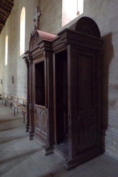 Matha - L'église Saint-Hérie - Le confessionnal (21 juillet 2017)