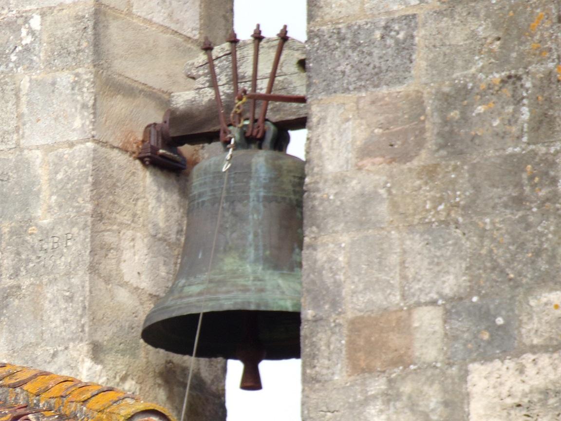 Matha - L'église Saint-Pierre de Marestay - La cloche (13 août 2018)