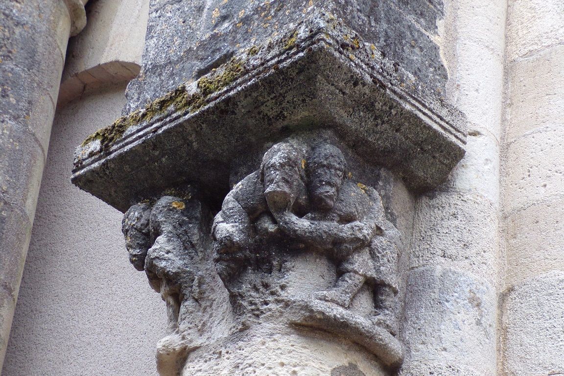Matha - L'église Saint-Pierre de Marestay - Un modillon (21 juillet 2017)